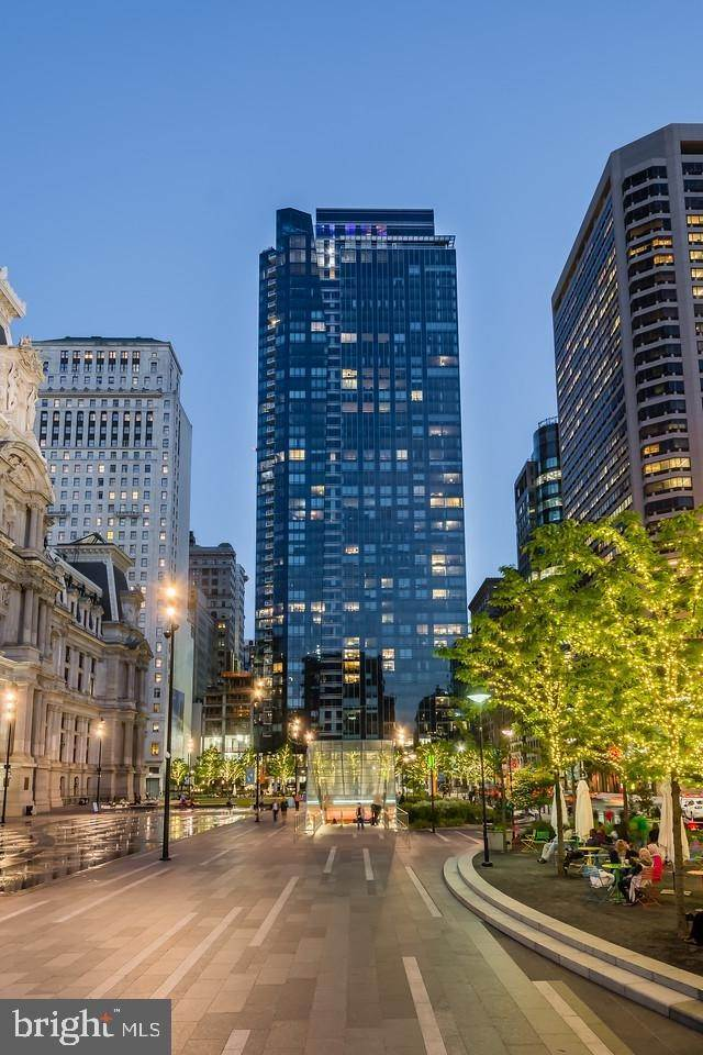 Condominiums for Sale at 1414 S PENN SQ #19H Philadelphia, Pennsylvania 19102 United States