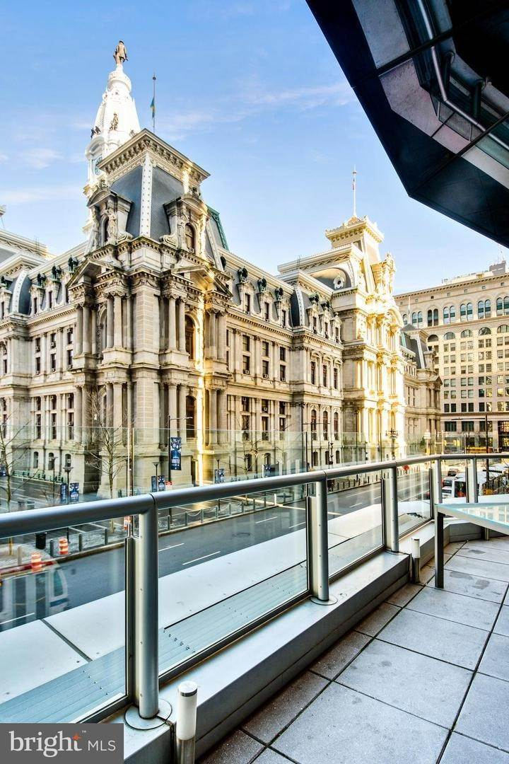 2. Condominiums for Sale at 1414 S PENN SQ #19H Philadelphia, Pennsylvania 19102 United States