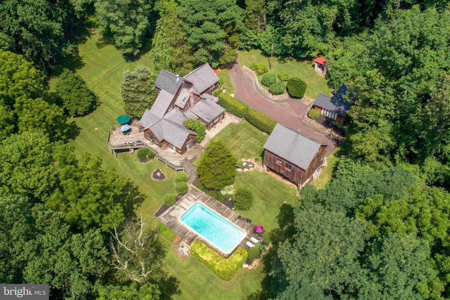 Detached House for Sale at 405 COUNTY LINE Road Riegelsville, Pennsylvania 18077 United States