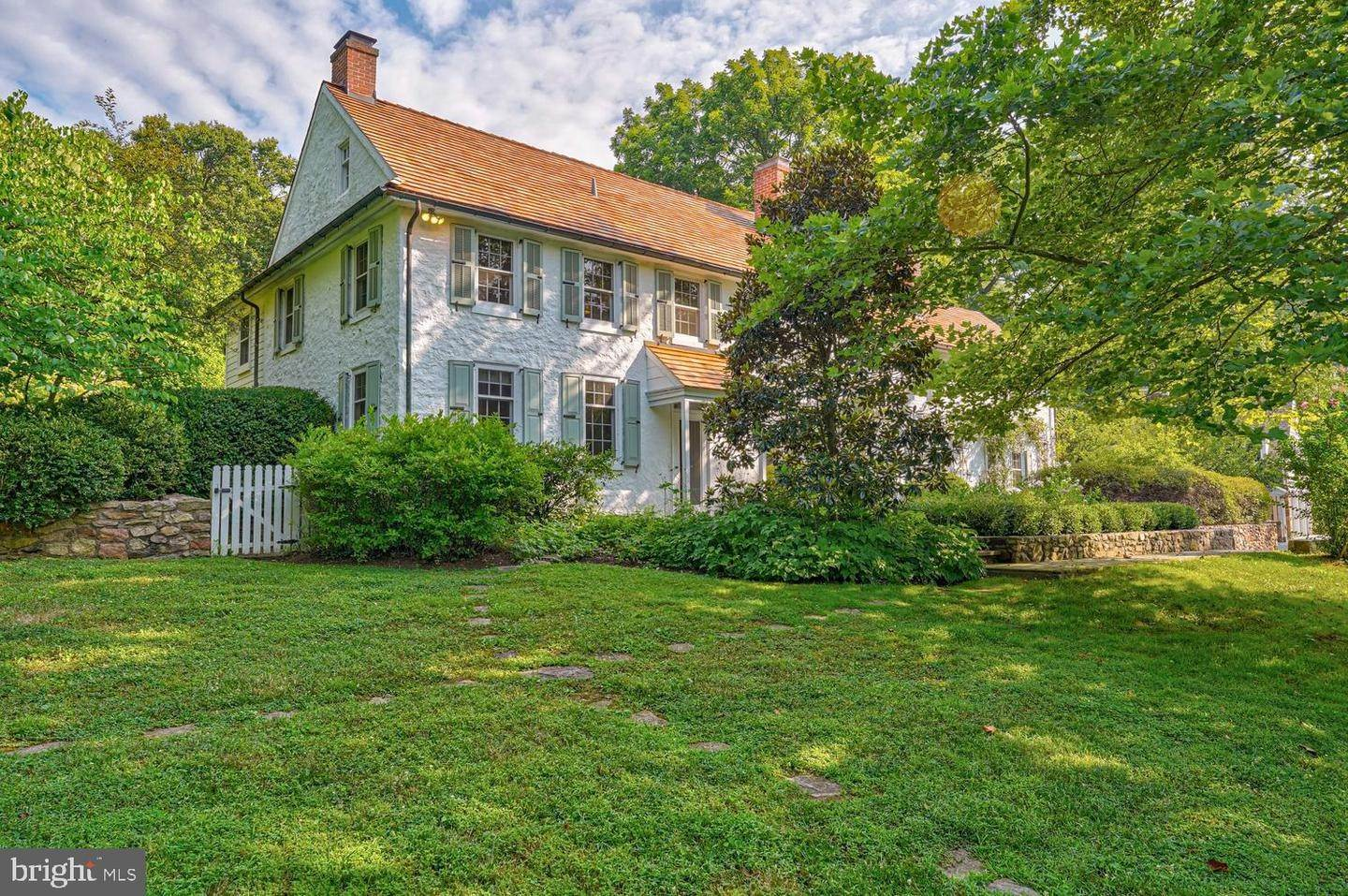 4. Detached House for Sale at 401 W LOCUST Lane Kennett Square, Pennsylvania 19348 United States