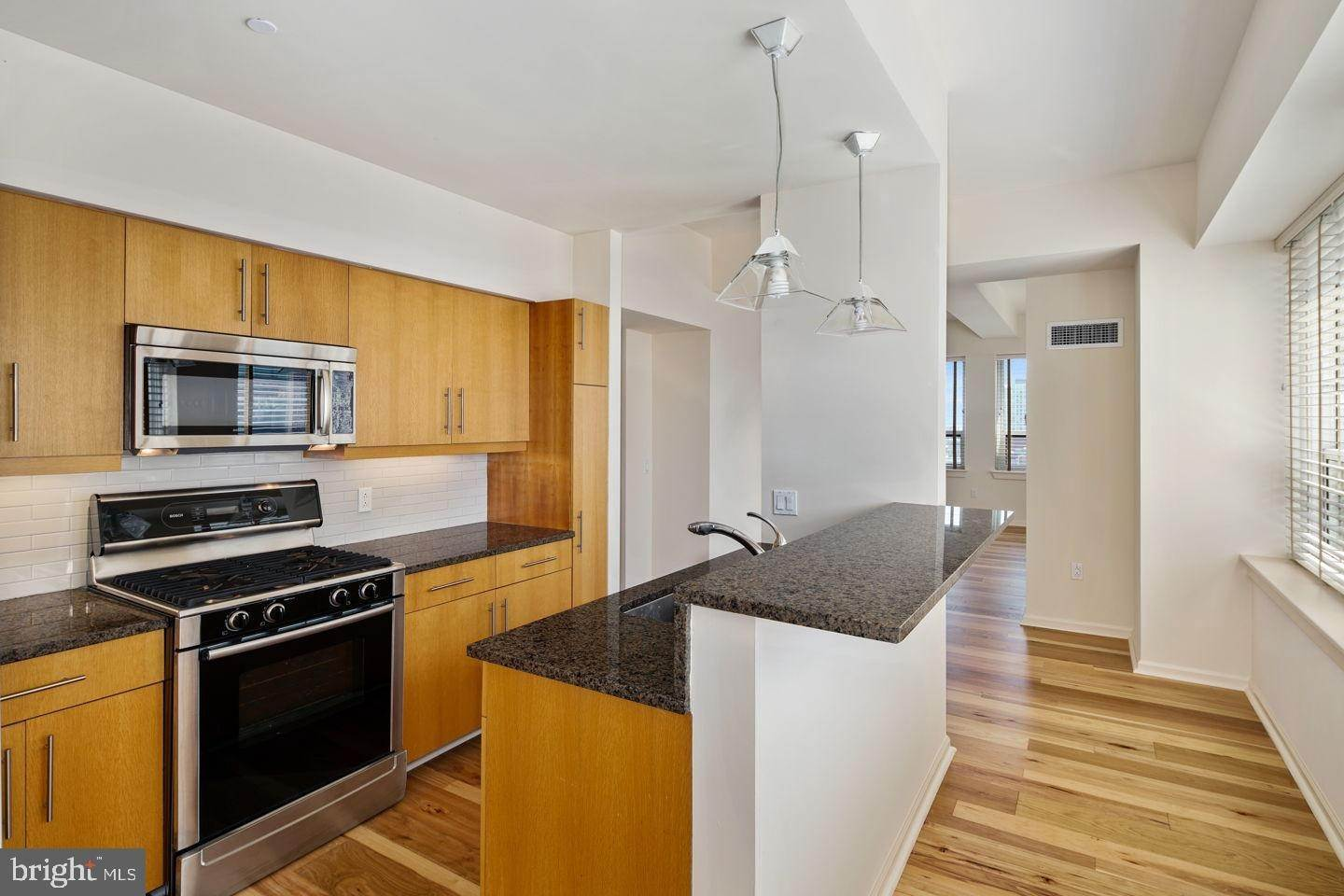 14. Condominiums for Sale at 1425 LOCUST ST #27B Philadelphia, Pennsylvania 19102 United States