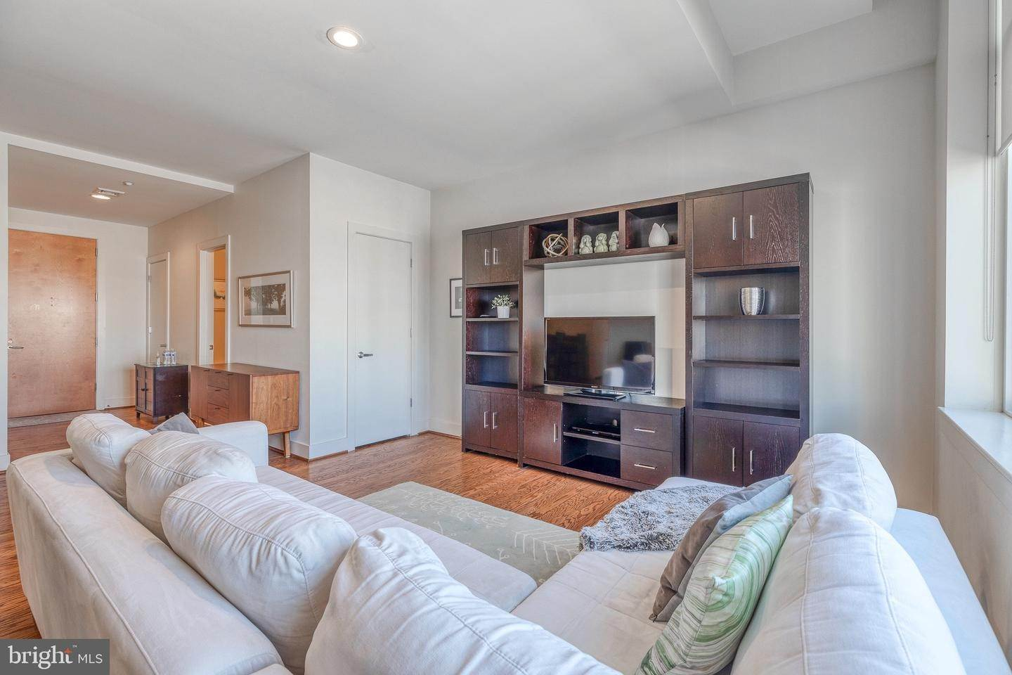 17. Apartments for Sale at 23 S 23RD ST #5B Philadelphia, Pennsylvania 19103 United States