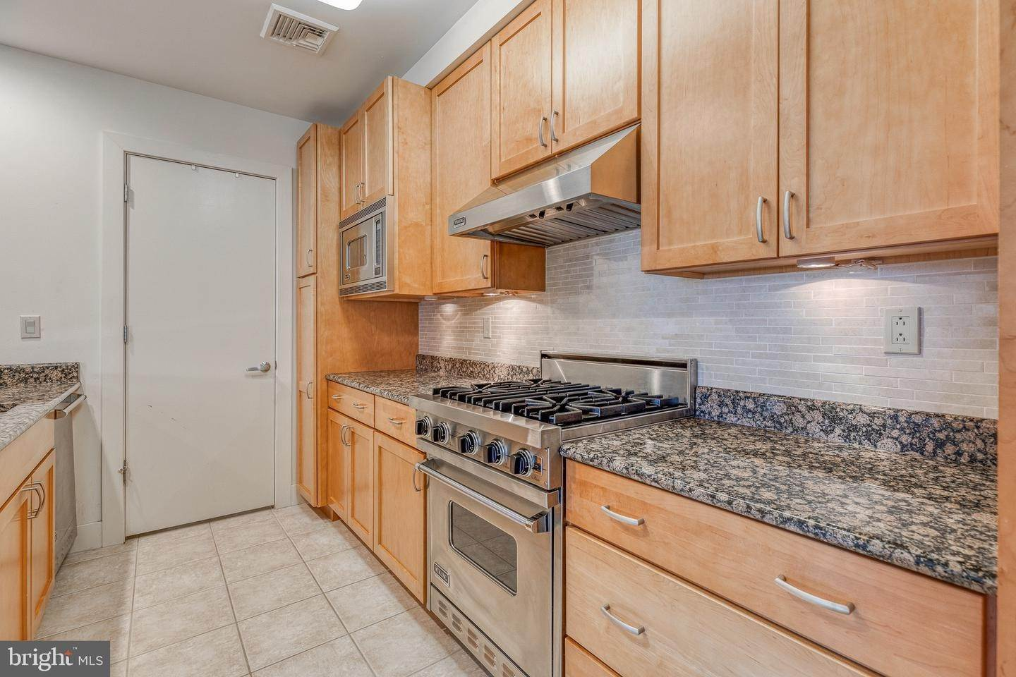 12. Apartments for Sale at 23 S 23RD ST #5B Philadelphia, Pennsylvania 19103 United States