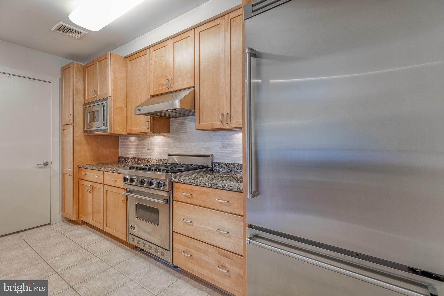 13. Apartments for Sale at 23 S 23RD ST #5B Philadelphia, Pennsylvania 19103 United States