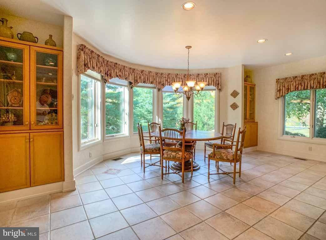 18. Detached House for Sale at 1895 DEER RUN Meadowbrook, Pennsylvania 19046 United States