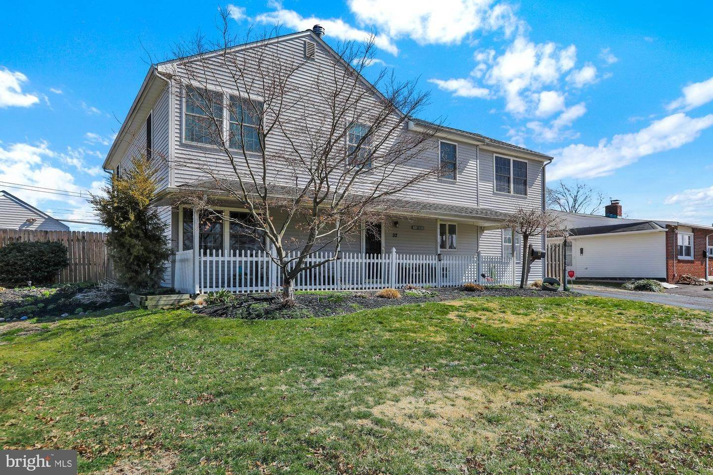 Detached House for Sale at 32 TEABERRY Lane Levittown, Pennsylvania 19054 United States