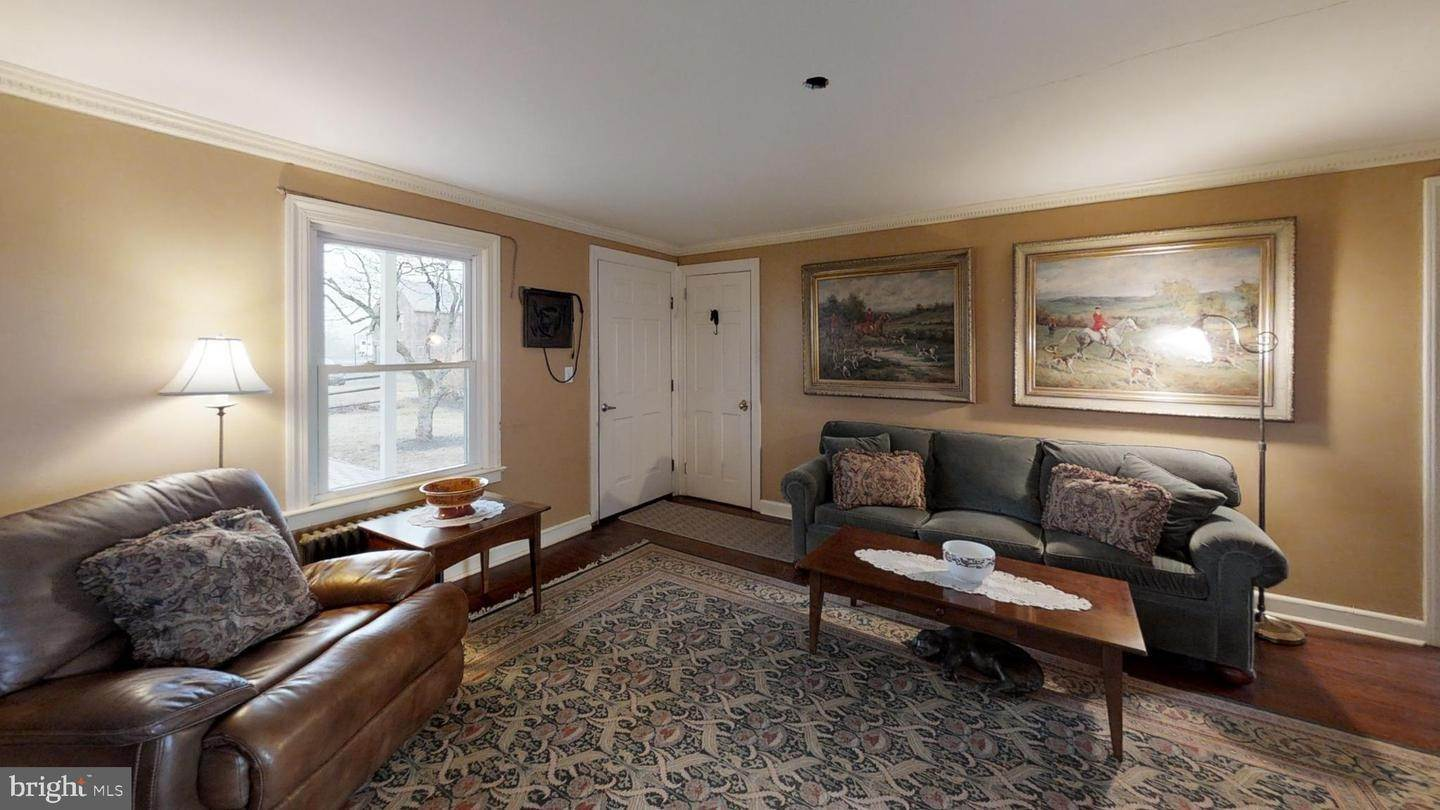 4. Detached House for Sale at 156 CIDER MILL Road Flemington, New Jersey 08822 United States