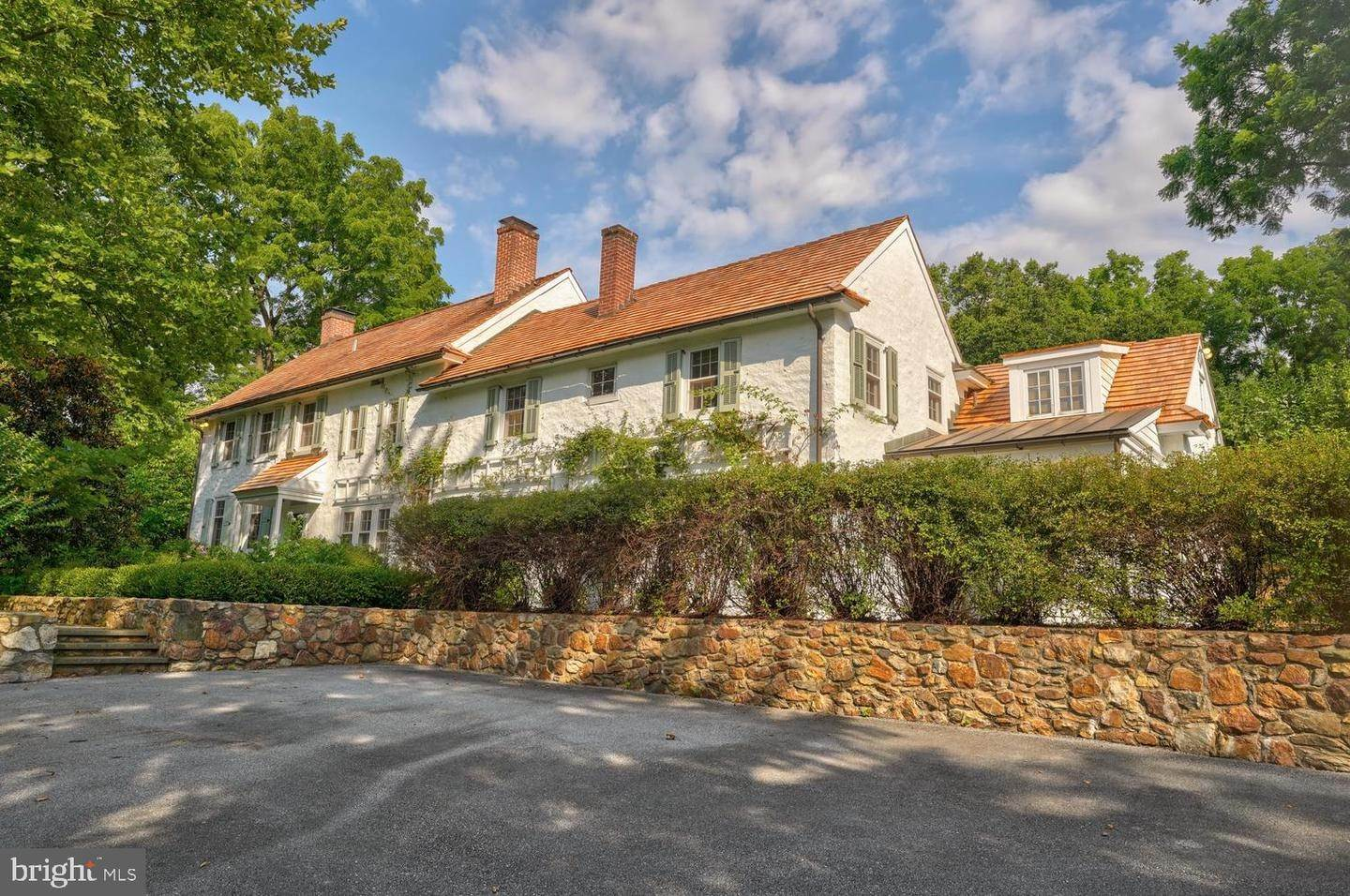 2. Detached House for Sale at 401 W LOCUST Lane Kennett Square, Pennsylvania 19348 United States