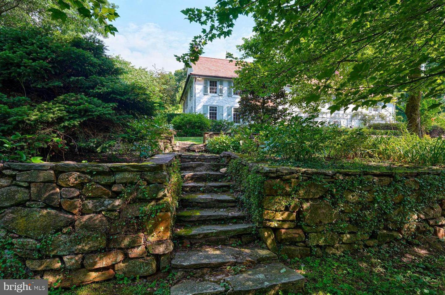8. Detached House for Sale at 401 W LOCUST Lane Kennett Square, Pennsylvania 19348 United States