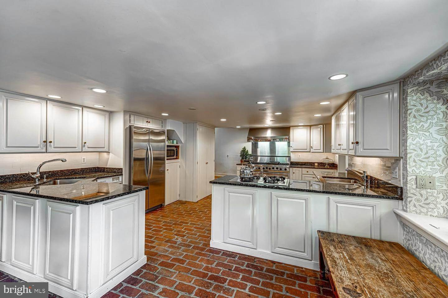 17. Detached House for Sale at 401 W LOCUST Lane Kennett Square, Pennsylvania 19348 United States