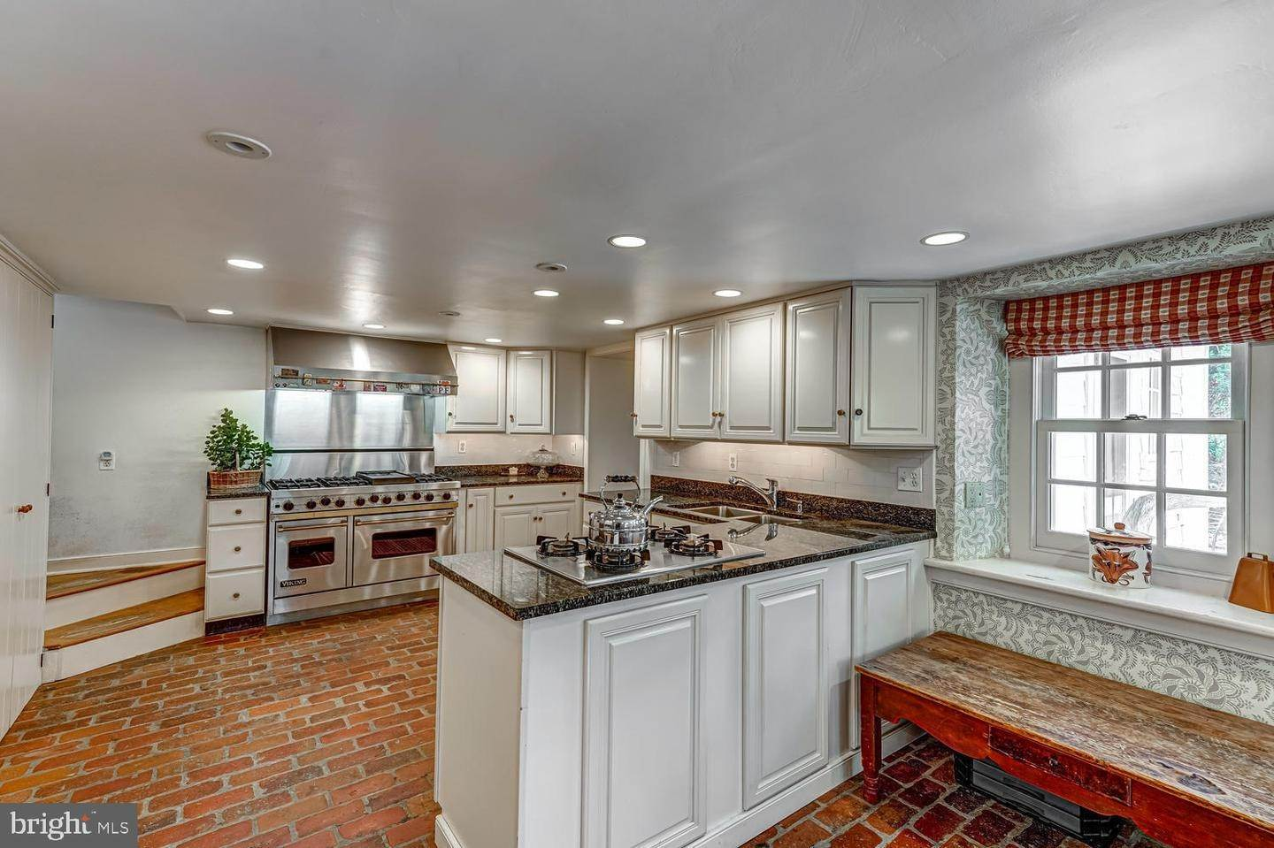 19. Detached House for Sale at 401 W LOCUST Lane Kennett Square, Pennsylvania 19348 United States