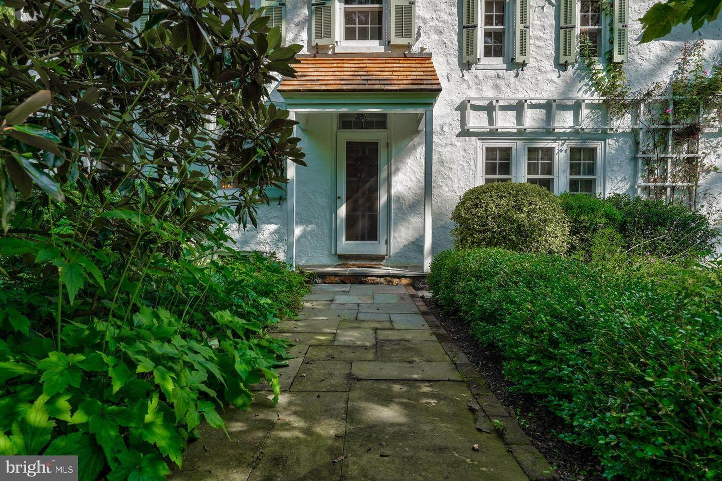 5. Detached House for Sale at 401 W LOCUST Lane Kennett Square, Pennsylvania 19348 United States
