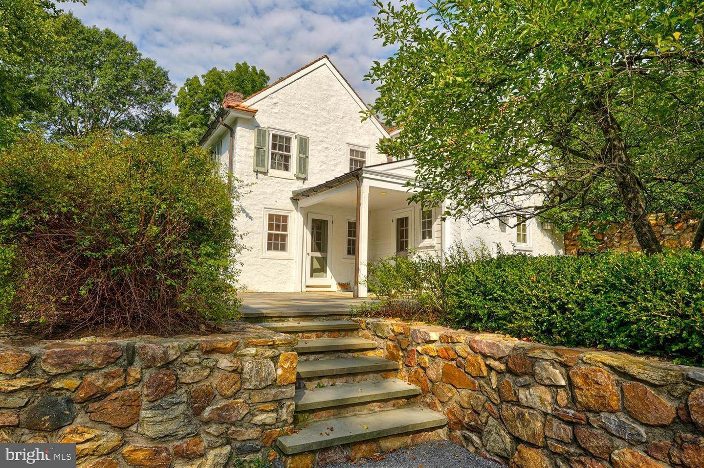 9. Detached House for Sale at 401 W LOCUST Lane Kennett Square, Pennsylvania 19348 United States