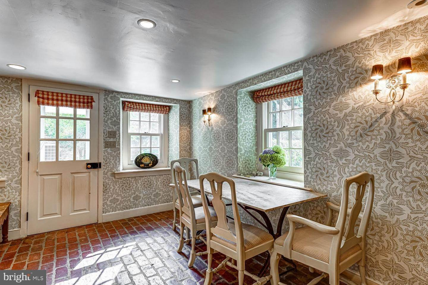 20. Detached House for Sale at 401 W LOCUST Lane Kennett Square, Pennsylvania 19348 United States