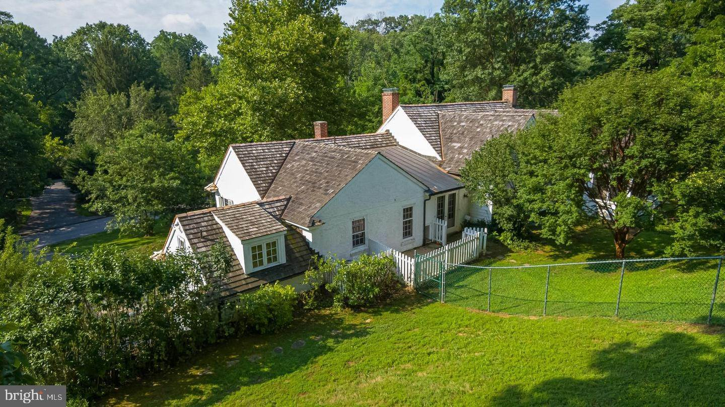 7. Detached House for Sale at 401 W LOCUST Lane Kennett Square, Pennsylvania 19348 United States