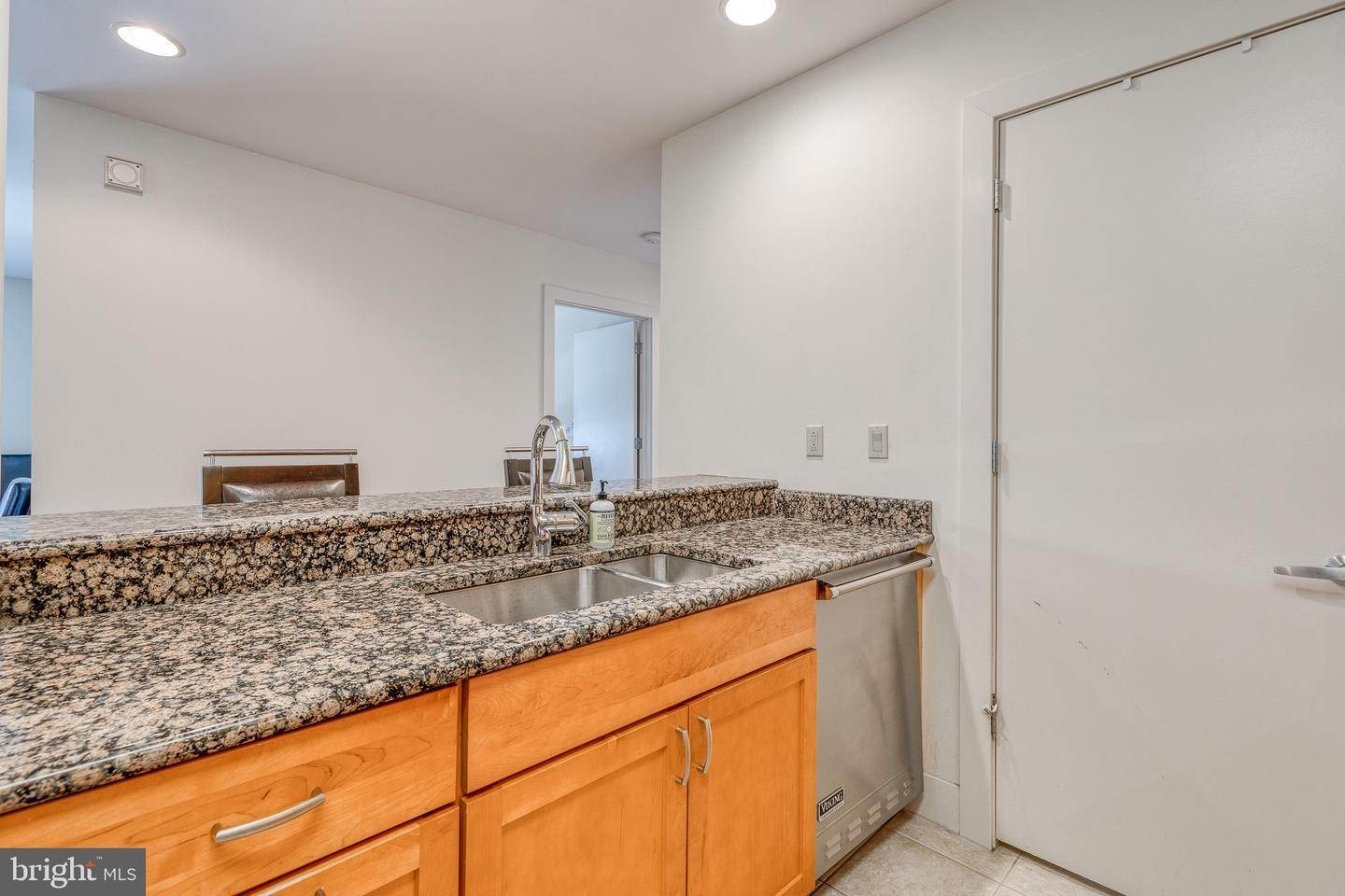 15. Apartments for Sale at 23 S 23RD ST #5B Philadelphia, Pennsylvania 19103 United States