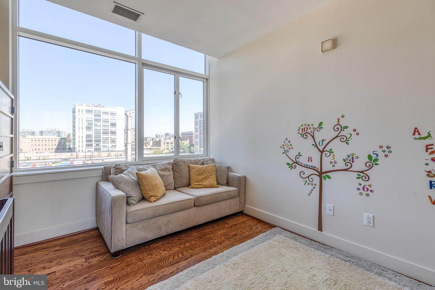 19. Apartments for Sale at 23 S 23RD ST #5B Philadelphia, Pennsylvania 19103 United States
