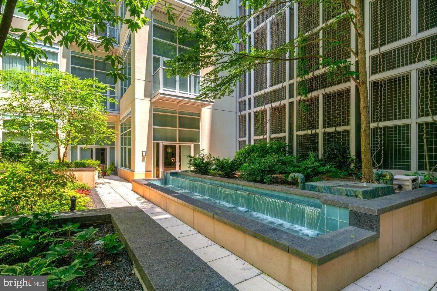 Condominiums for Sale at 23 S 23RD ST #6E Philadelphia, Pennsylvania 19103 United States