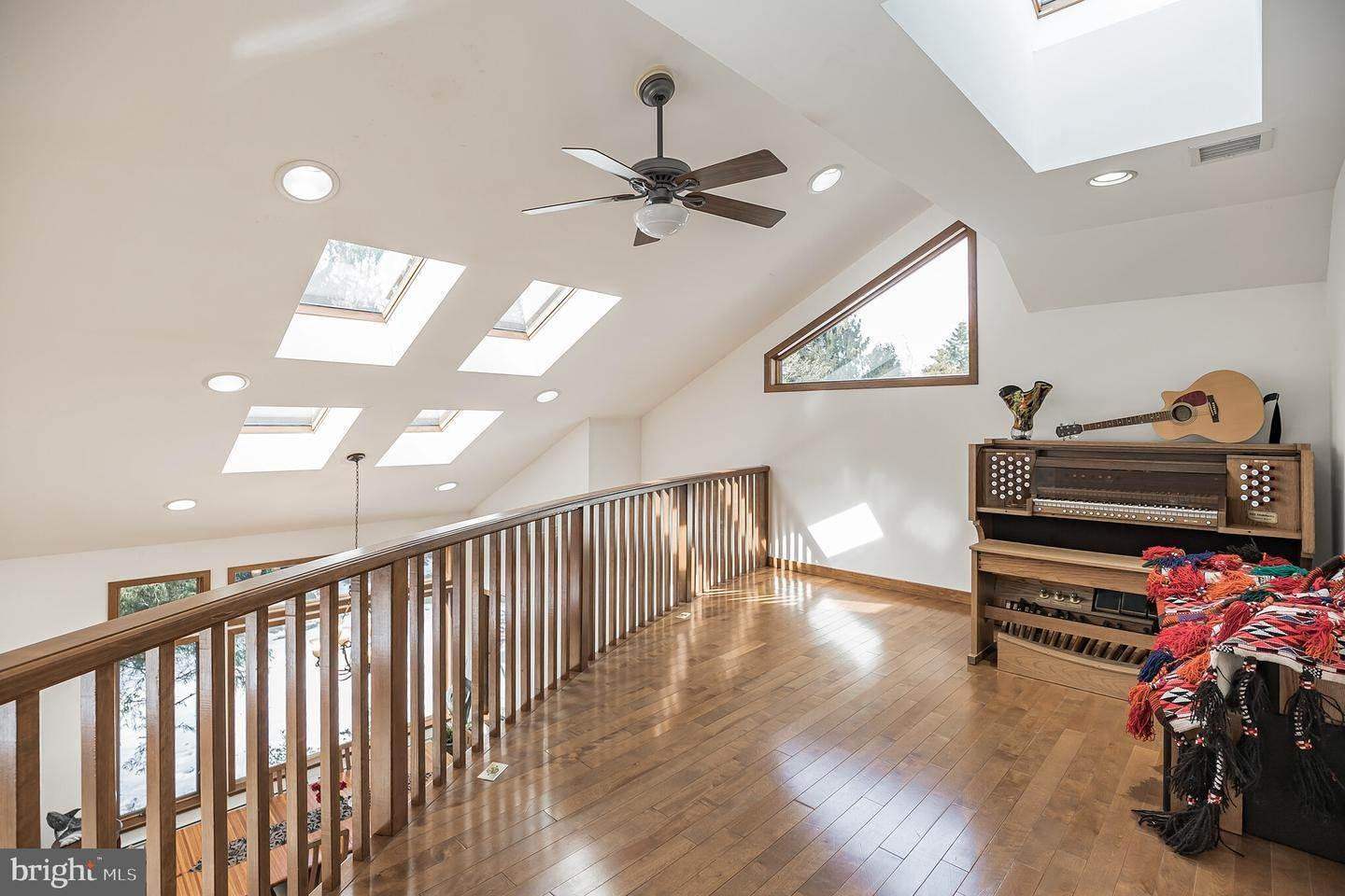 14. Detached House for Sale at 20 ROBIN LAKE Drive Cherry Hill, New Jersey 08003 United States