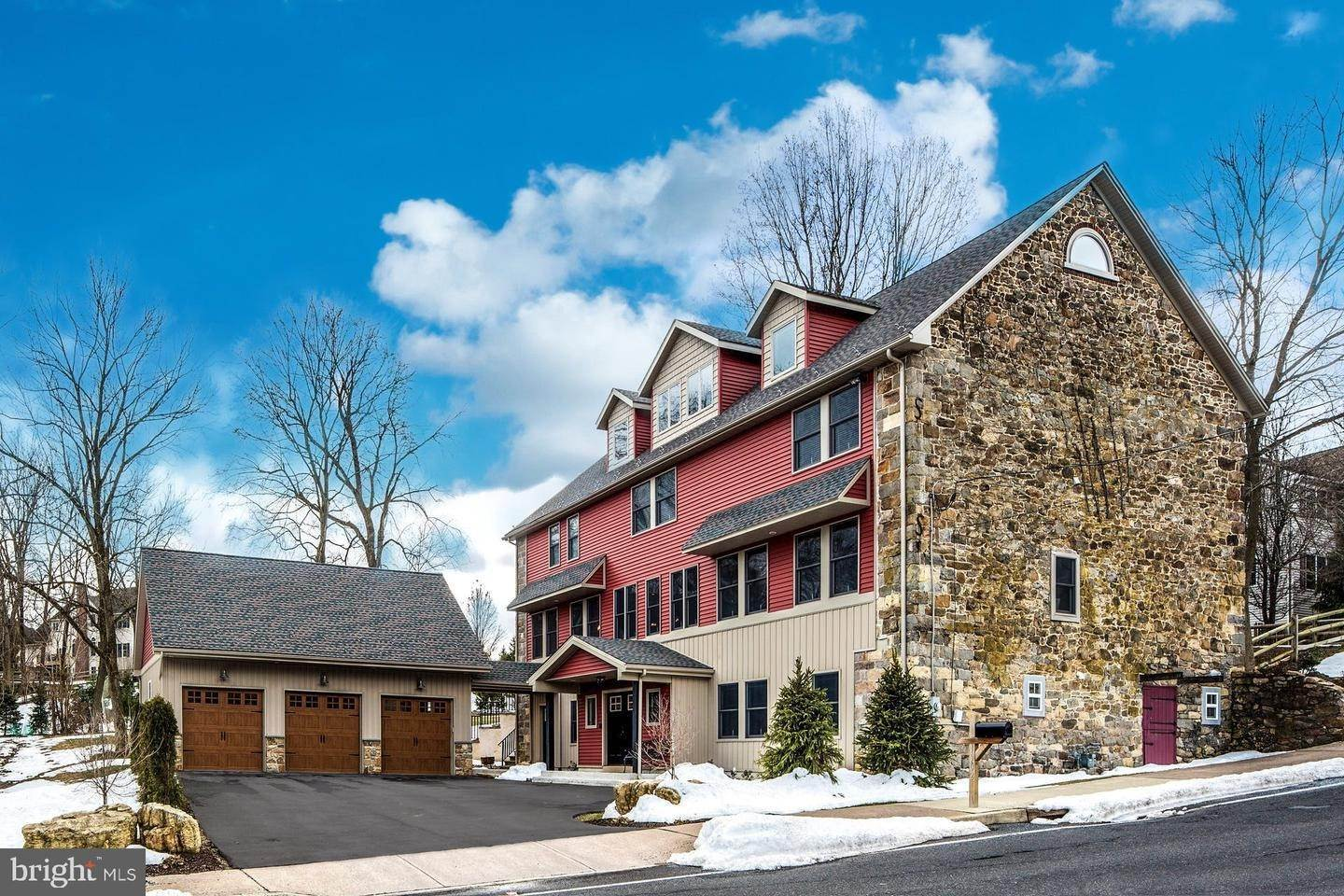 Detached House for Sale at 1902 SKIBO Road Hellertown, Pennsylvania 18055 United States
