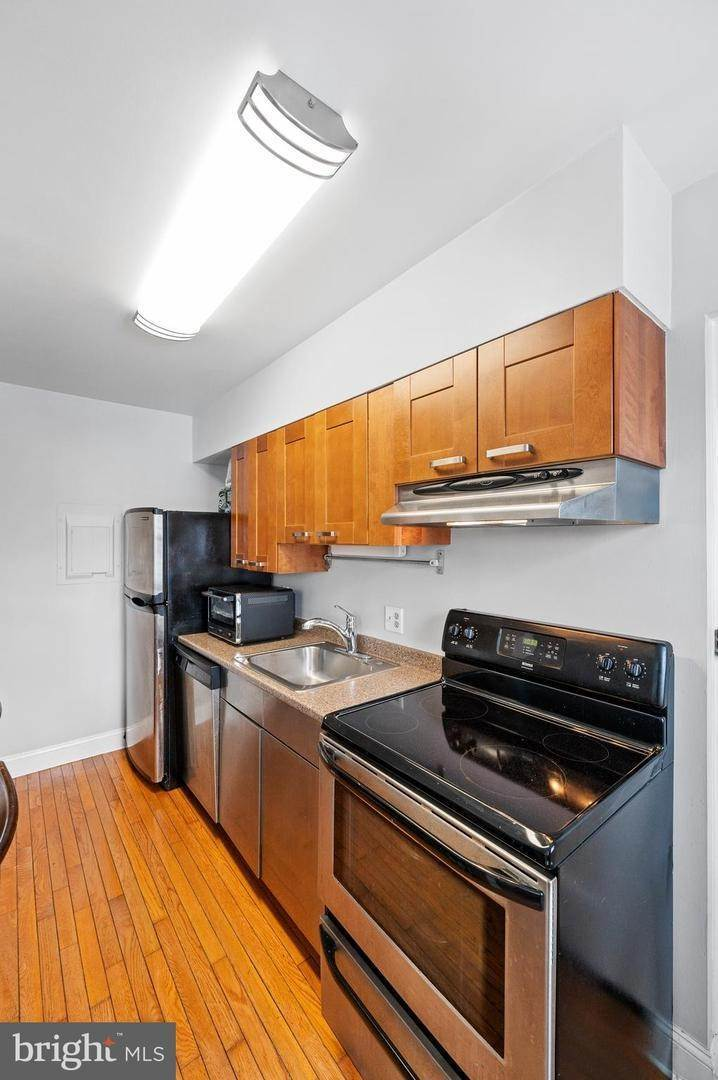 10. Condominiums for Sale at 42 CONSHOHOCKEN STATE RD #5F Bala Cynwyd, Pennsylvania 19004 United States