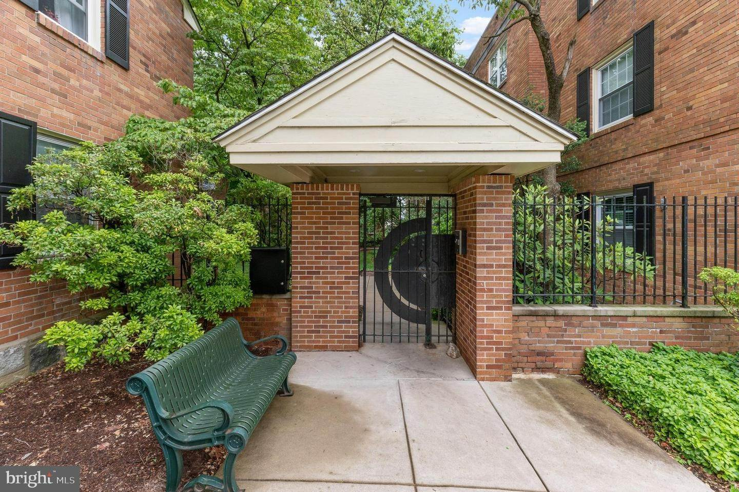 Condominiums for Sale at 42 CONSHOHOCKEN STATE RD #5F Bala Cynwyd, Pennsylvania 19004 United States