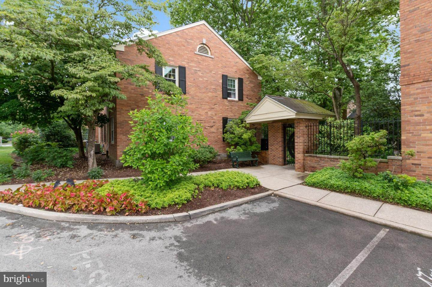 3. Condominiums for Sale at 42 CONSHOHOCKEN STATE RD #5F Bala Cynwyd, Pennsylvania 19004 United States