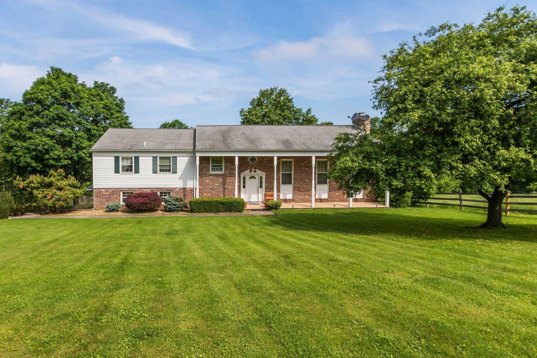 Single Family Homes for Sale at Beautiful Home on 4 acres in Tinicum Township 424 Headquarters Rd Erwinna, Pennsylvania 18920 United States
