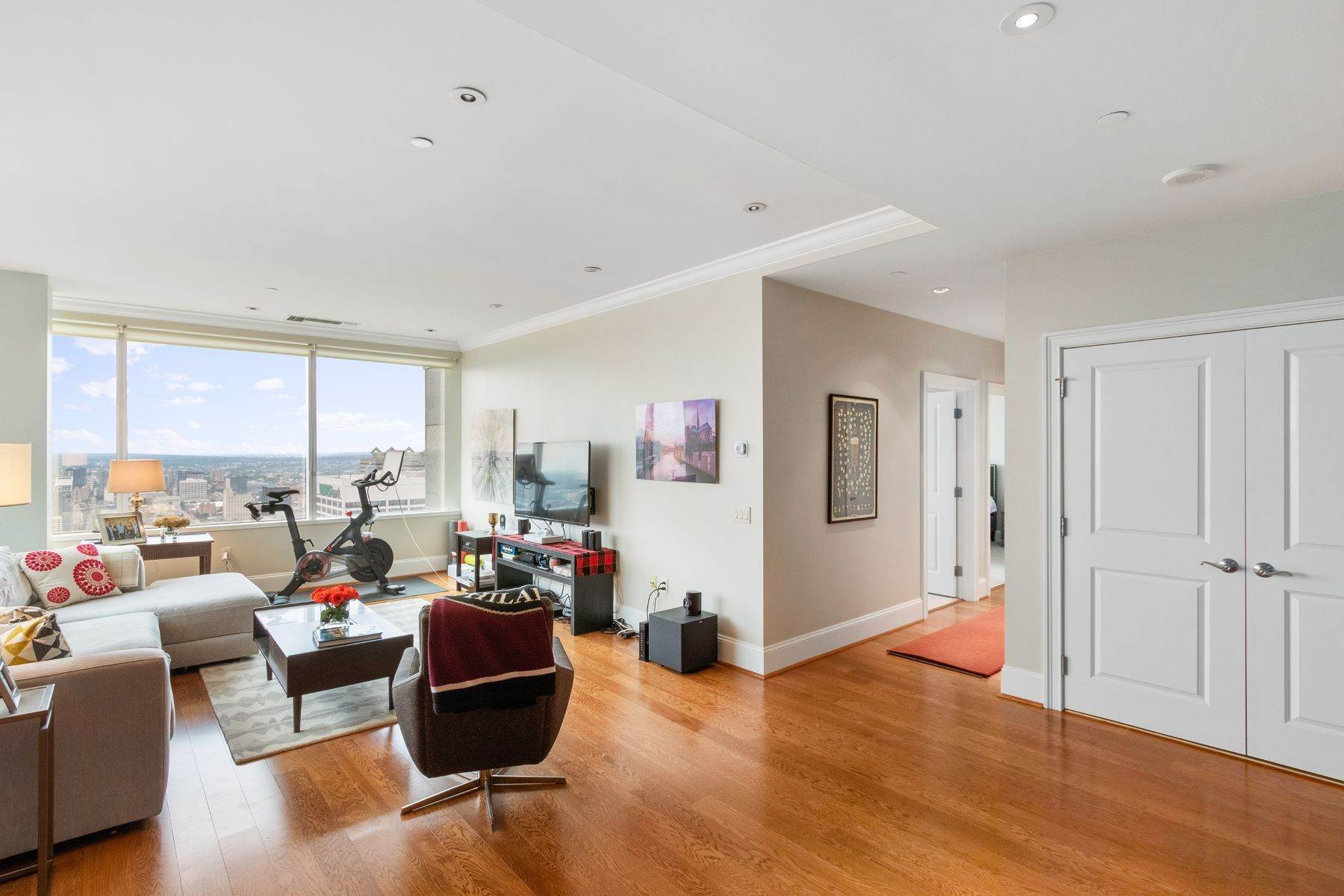 14. Apartments for Sale at 50 S 16TH ST #4202, 4202 Philadelphia, Pennsylvania 19102 United States