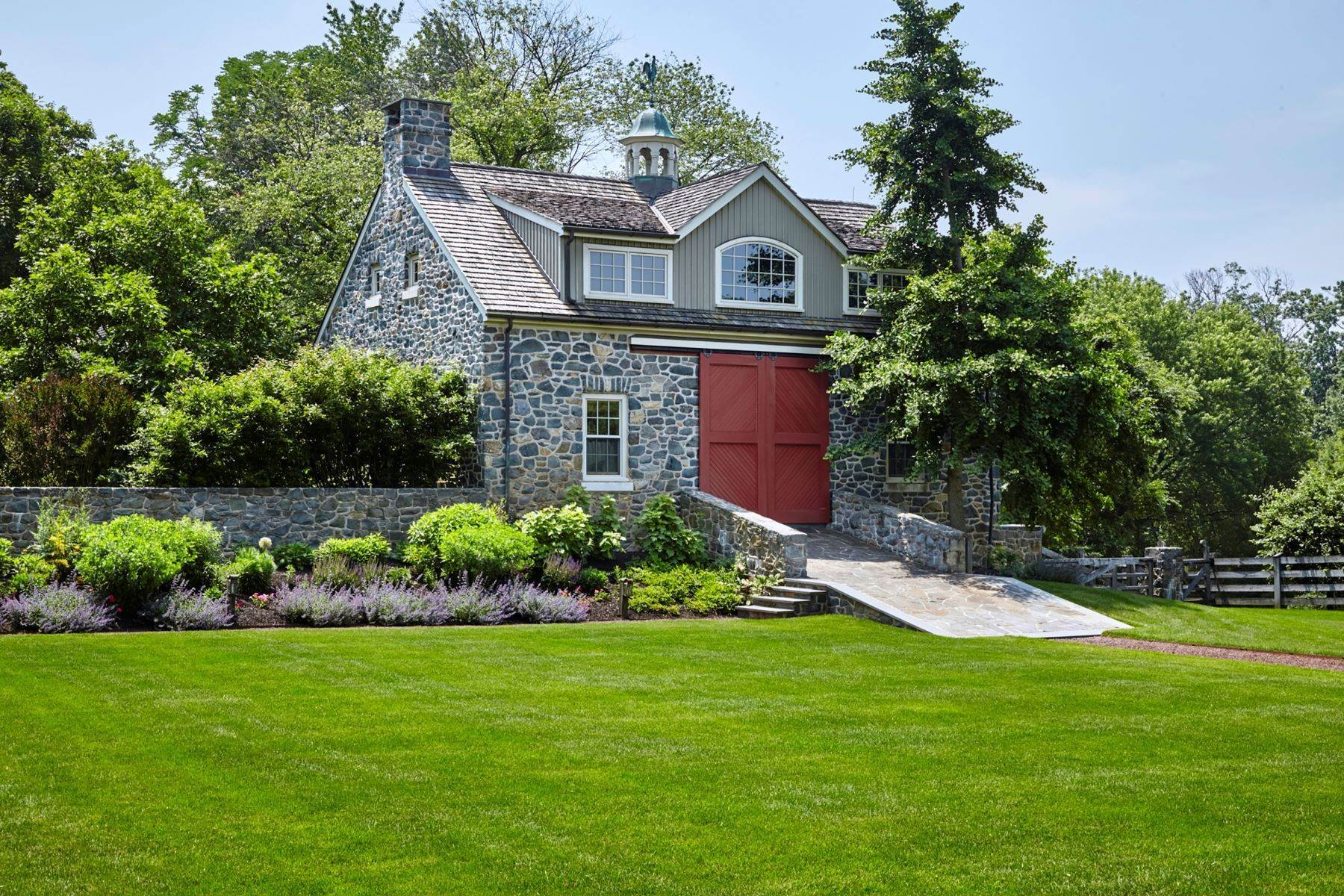 36. Single Family Homes for Sale at Albermarle Compound 770 GODFREY RD Villanova, Pennsylvania 19085 United States