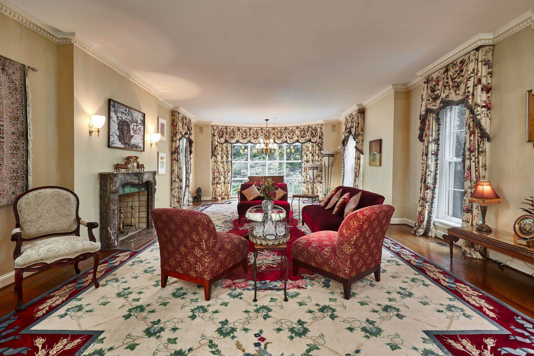 12. Single Family Homes for Sale at Stunning French Manor Home 342 GRAYS LN Haverford, Pennsylvania 19041 United States