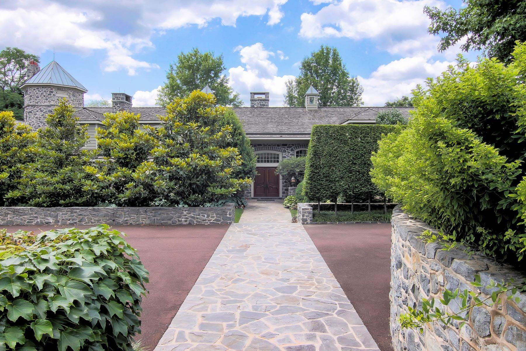 20. Single Family Homes for Sale at Albermarle Compound 770 GODFREY RD Villanova, Pennsylvania 19085 United States