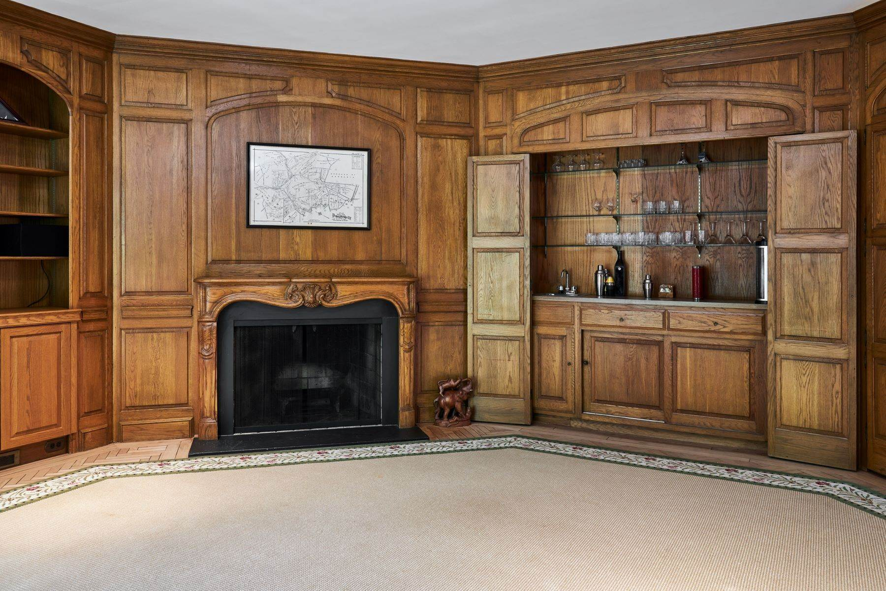 15. Single Family Homes for Sale at Stunning French Manor Home 342 GRAYS LN Haverford, Pennsylvania 19041 United States