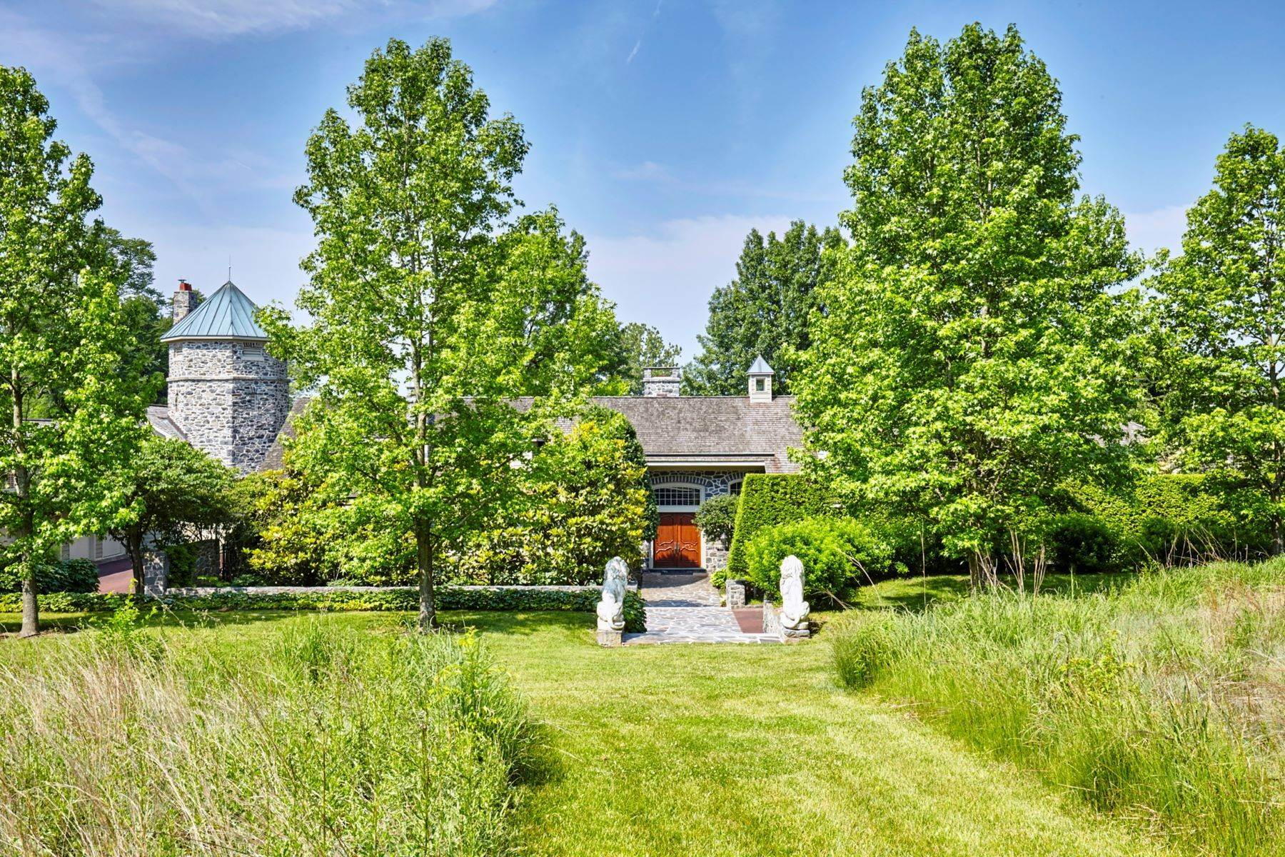 8. Single Family Homes for Sale at Albermarle Compound 770 GODFREY RD Villanova, Pennsylvania 19085 United States